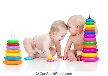 mały, grający dziećmi, dwa