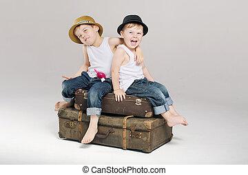 mały, walizki, bracia, dwa, posiedzenie