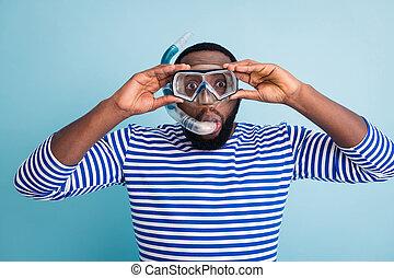 marynarz, maska, underwater skakanie do wody, ruchomy, pasiasty, kolor, błękitna rura, głęboki, zabawny, fotografia, dychając, przystojny, barwny, ciemny, nosić, skóra, facet, turysta, fish, koszula, korale, tło, odizolowany, zobaczcie