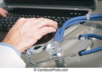 medyczny doktor, laptop, pisząc na maszynie