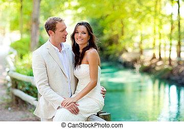 miłość, para, kochankowie, rzeka, park, uścisk