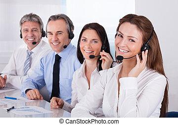 mikrofon, businesspeople, rozmawianie