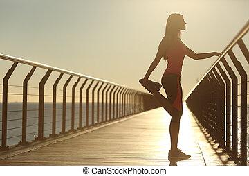 most, kobieta, sylwetka, wykonując, rozciąganie