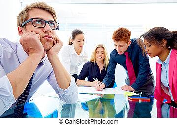 multi, wykonawca, młody, etniczny, znudzony, spotkanie, gest