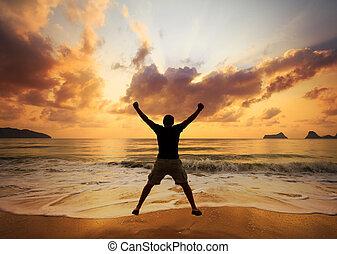 na, dawn., piasek, skokowy, sea., człowiek, plaża, szczęśliwy