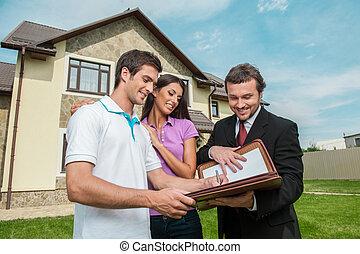 najem, prawdziwy, znacząc, dokumenty, stan, agent., sprzedaż, kontrakt, młody, porozumienie, przedstawiciel, dzierżawa, dom, znak, człowiek