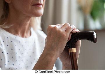 niepełnosprawny, emerytowany, kobieta, herb, pieszy, closeup, wtykać, prospekt