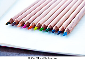 ołówki, 2, barwny