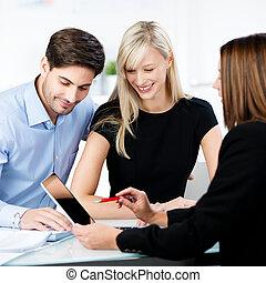 objaśniając, finansowy, tabliczka, spoinowanie, para, advisor, znowu, cyfrowy, biurko, biuro