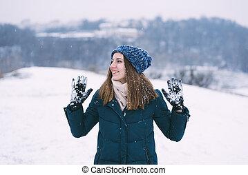 odzież, ładny, młoda kobieta, zima, uśmiechanie się