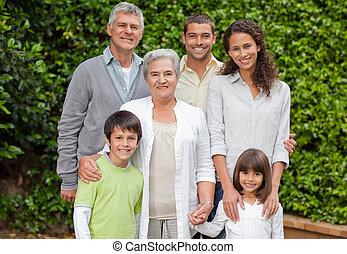 ogród, portret, patrząc, aparat fotograficzny, rodzina, szczęśliwy