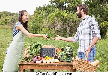 organiczny, warzywa, kobieta, sprzedajcie