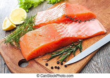 otrzyjcie skórę rybę, łosoś, filet, zioła, świeży