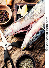 otrzyjcie skórę rybę, cięcie deska, przyprawy
