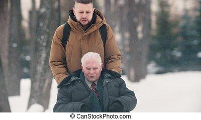 outdoors, dziadek, młody, zima, człowiek, czas, pieszy, wheelchair, jego