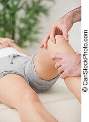 pacjent, kolano, masowanie, palce