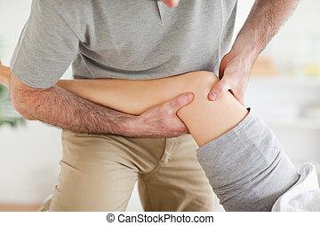 pacjent, kręgarz, kolano, masowanie