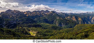 panoramiczny, krajobraz, teren górzysty, prospekt, chata, jezioro, odległość, slovenia, bohinj