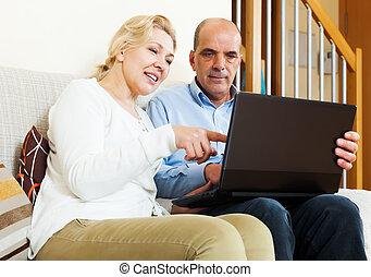 para, laptop, dojrzały, szczęśliwy