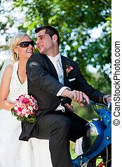 para, motorower, ślub