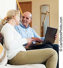 para, szczęśliwy, laptop
