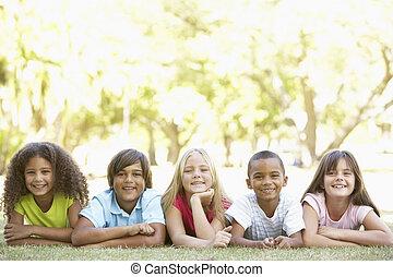 park, żołądki, grupa, dzieci, leżący