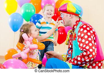 partia, urodziny, dzieci, klown, szczęśliwy