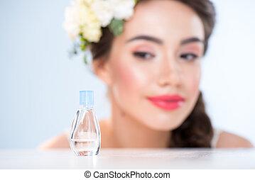 patrząc, kobieta, perfumy