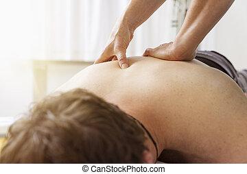 physio, terapia, młody mężczyzna