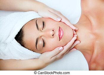 piękna kobieta, młody, massage., twarzowy, odbiór