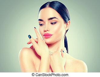 piękna kobieta, piękno, jej, face., makijaż, dotykanie, fason, brunetka, luksus, manicure, sexy, wzór, dziewczyna