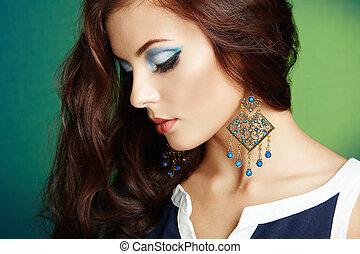 piękny, doskonały, kobieta, earring., fotografia, makeup., fason, brunetka, portret