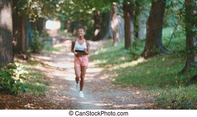 piękny, lato, kobieta, road., atak, biegacz, trening, park, młody, girl., wyścigi, park., przez, running., dama