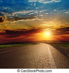 piękny, na, zachód słońca, asfalt droga