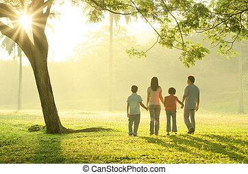pieszy, na wolnym powietrzu, asian rodzina, rano