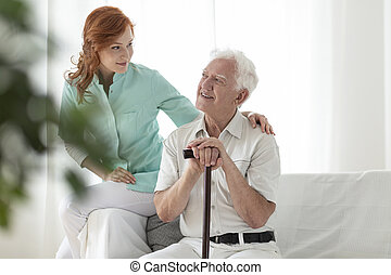 pieszy, pielęgnacja, dom, starszy, przyjacielski, wtykać, uśmiechanie się, pielęgnować, człowiek