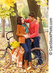 pieszy, rower, para, park, jesień, szczęśliwy