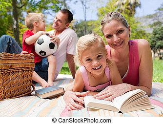 piknik, cieszący się, szczęśliwa rodzina, młody