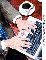pisząc na maszynie, człowiek, klawiatura