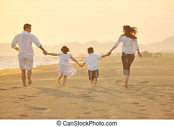 plaża, zachód słońca, rodzina, szczęśliwy, zabawa, mieć, młody