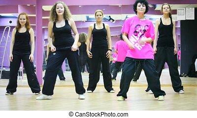 pokój, taniec, taniec, dziewczyny, razem, piątka, lustro
