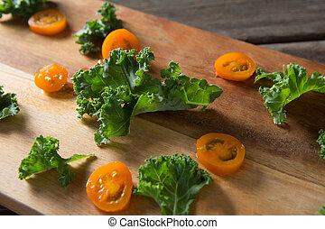 pomidor, deska, kromki, zamknięcie, roznosząc, kale