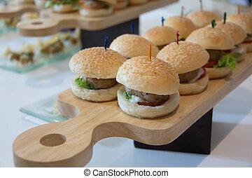 pomidor, sliders, cheeseburger, sałata