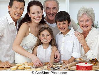 portret, dzieci, kuchnia, rodzice, wypiek, dziadkowie, szczęśliwy