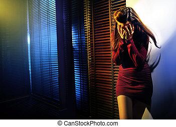 portret, kobieta krzycząca
