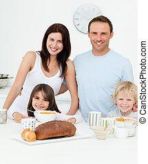 portret, posiadanie, kuchnia, śniadanie, razem, rodzina