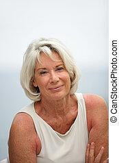 portret, uśmiechnięta kobieta, senior, outdoors