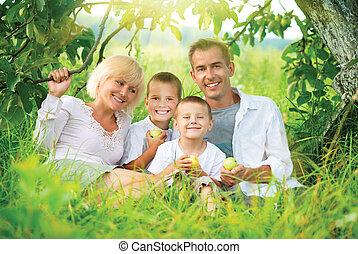 posiadanie, szczęśliwy, zabawa, rodzina, outdoors, cielna