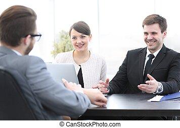 pracownicy, biuro, komunikować, klient