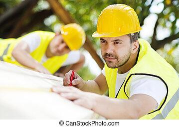 pracownicy, zbudowanie